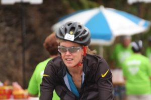 Doorkomst bij de verzorgingspost halverwege het fietsen