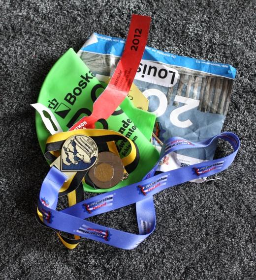 O.a. medaille, badmuts en startnummer
