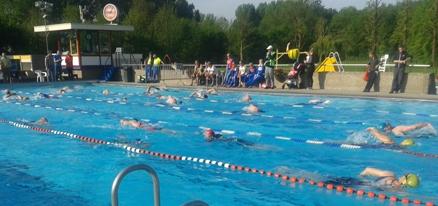 Andere startserie aan het zwemmen