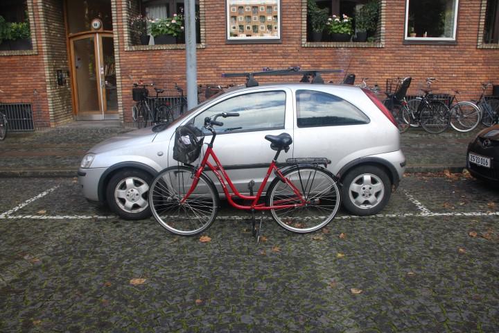Het fietsje bij de auto