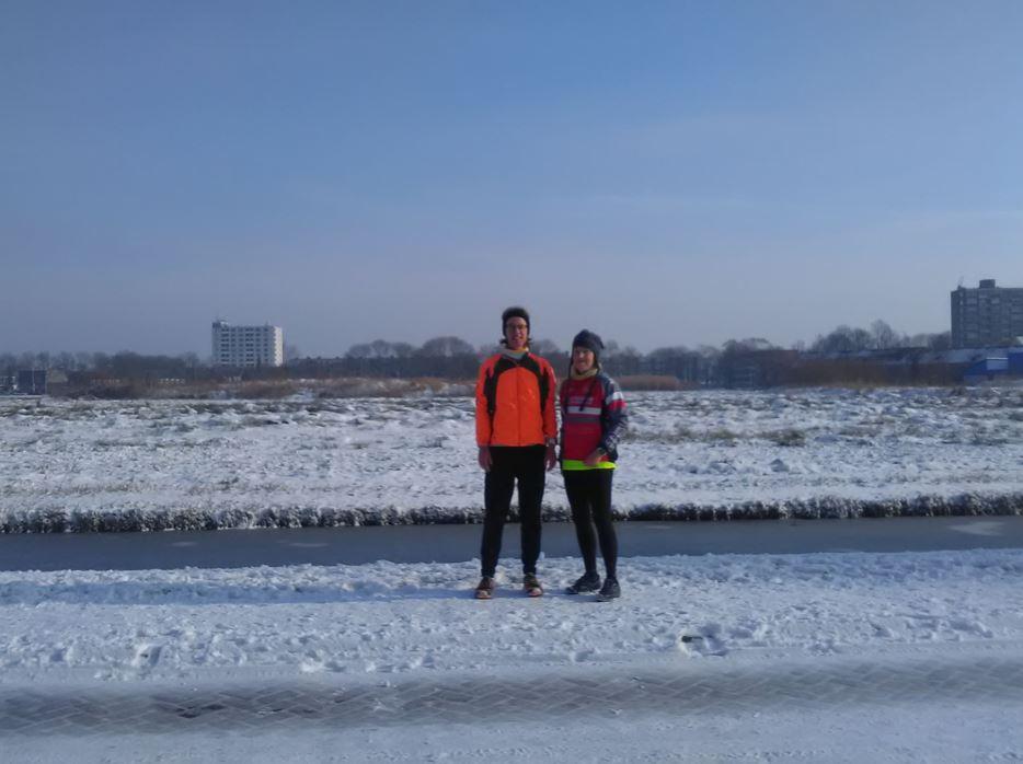 Nicole en ik in sneeuw met zon