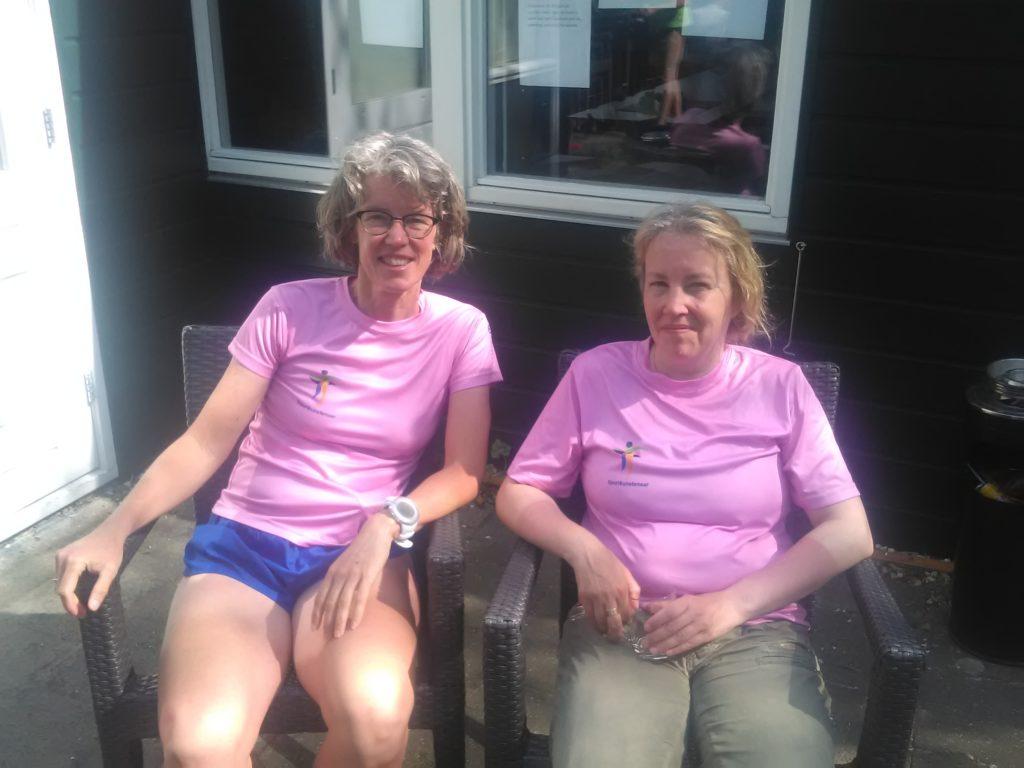 Nicole en ik in het roze